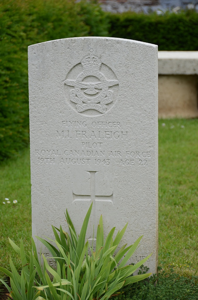 Beauval Communal Cemetery, WW2 - Fraleigh.