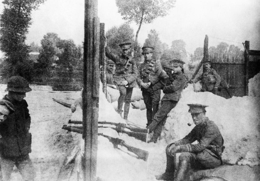 Soldiers of the 4th Dragoon Guards take up defensive positions while waiting for the 4th Battalion, Royal Fusiliers. Note the civilians (left). © IWM Q 83057